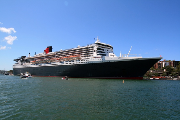 Queen_Mary_2_0031ps