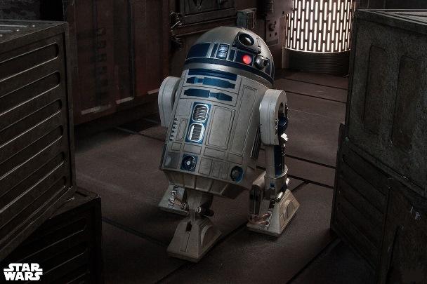 R2-D2_Model
